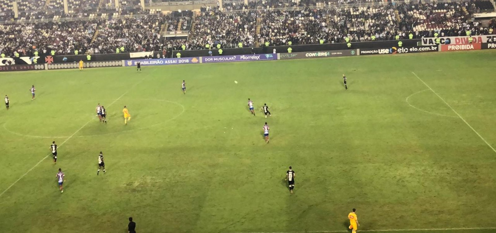 Com um a menos, Bahia perde para o Vasco por 2 a 1 fora de casa