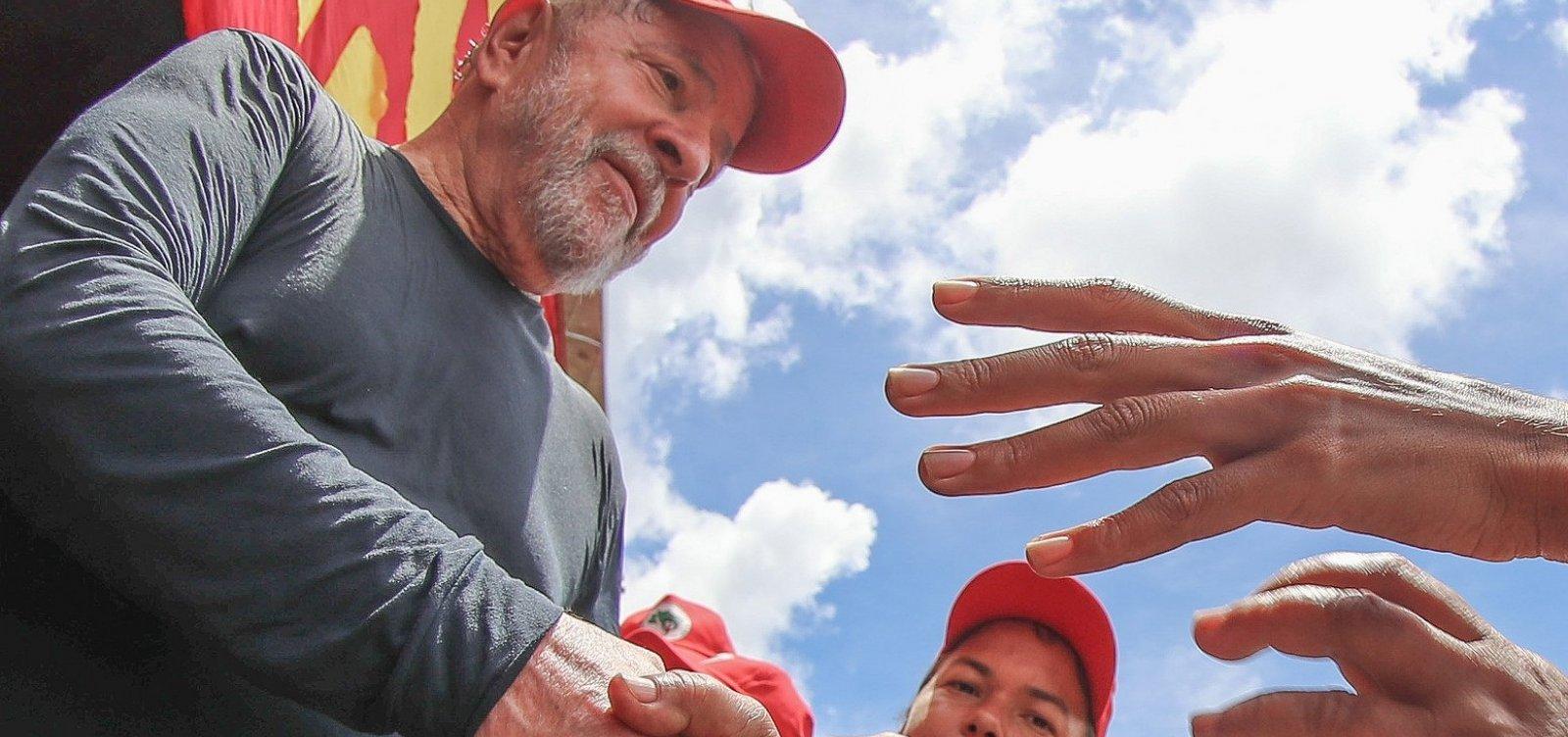 Lula recorre à Justiça para votar em outubro
