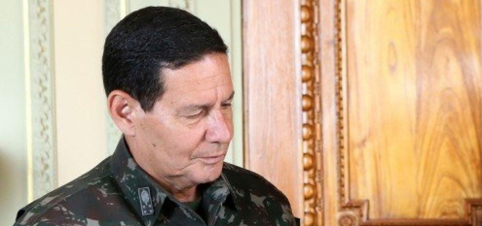 Após atrito, campanha de Bolsonaro veta Mourão em debate de candidatos a vice