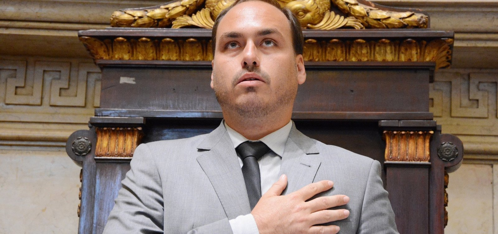 Após postagem, filho de Bolsonaro é acionado por apologia à tortura