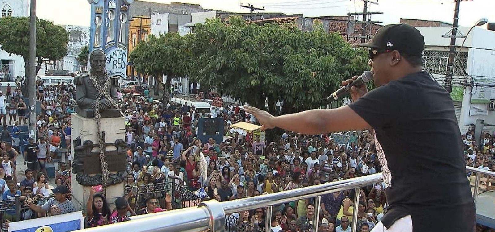 Márcio Victor comemora aniversário com 'Arrastão' do Psirico na Liberdade