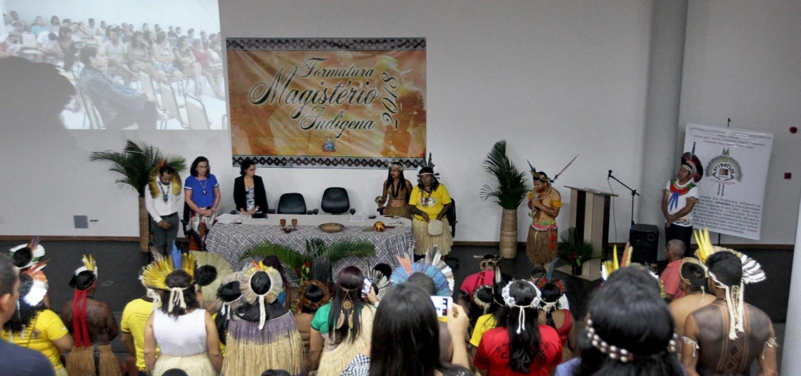 Curso forma 89 professores indígenas para dar aulas em 28 escolas da Bahia