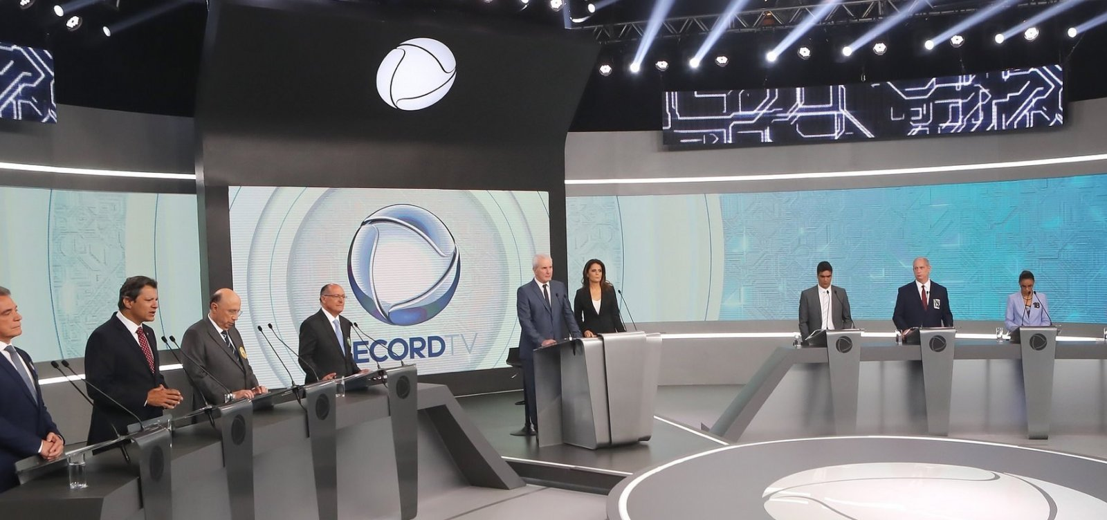 Em debate, Haddad e Bolsonaro são alvos de ataques dos adversários
