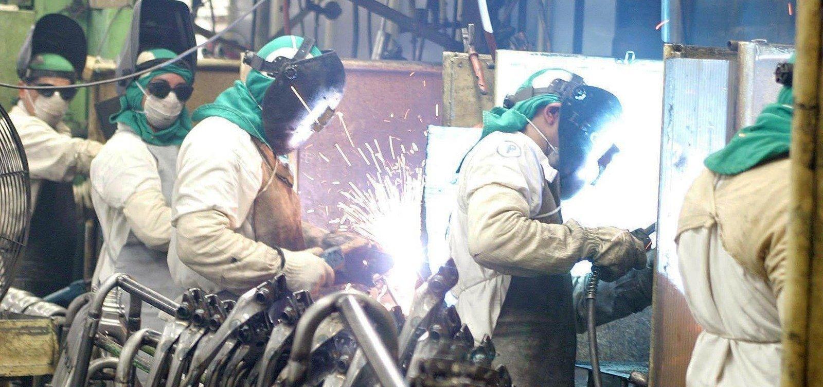 Produção industrial tem queda de 0,3% em agosto, segundo IBGE