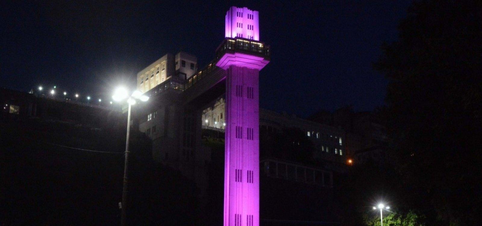 Pontos turísticos se colorem de rosa em homenagem ao mês do combate ao câncer de mama