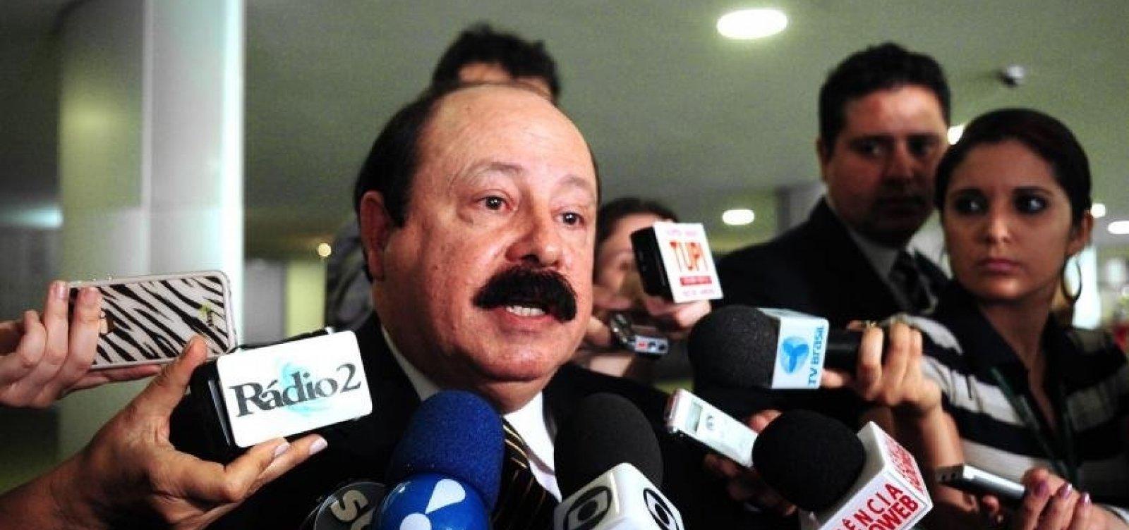 Vice de Bolsonaro quer Levy Fidelix como presidente da Câmara