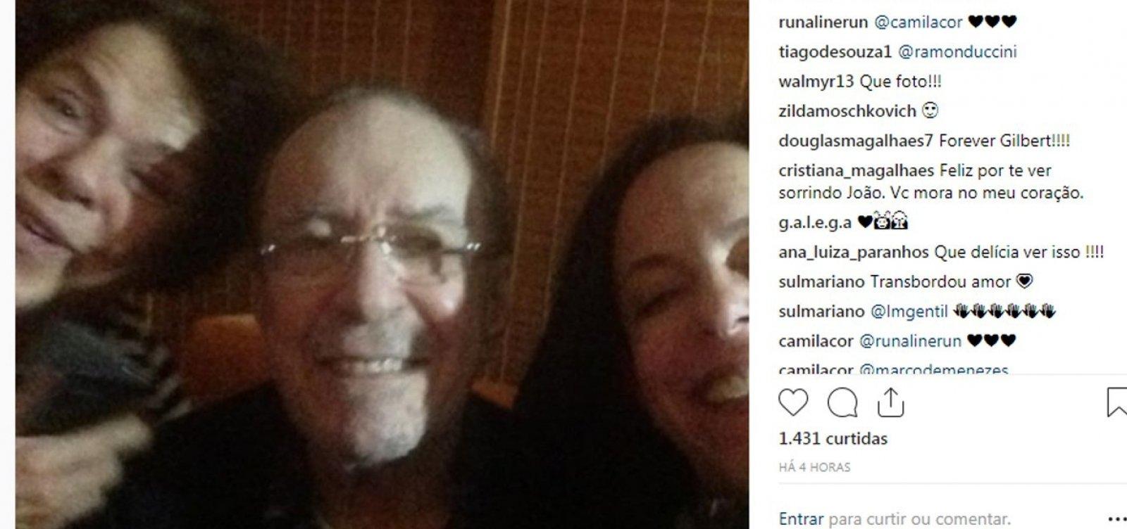 Após desentendimentos, Bebel posta foto com o pai, João Gilberto: 'Family mode ❤'