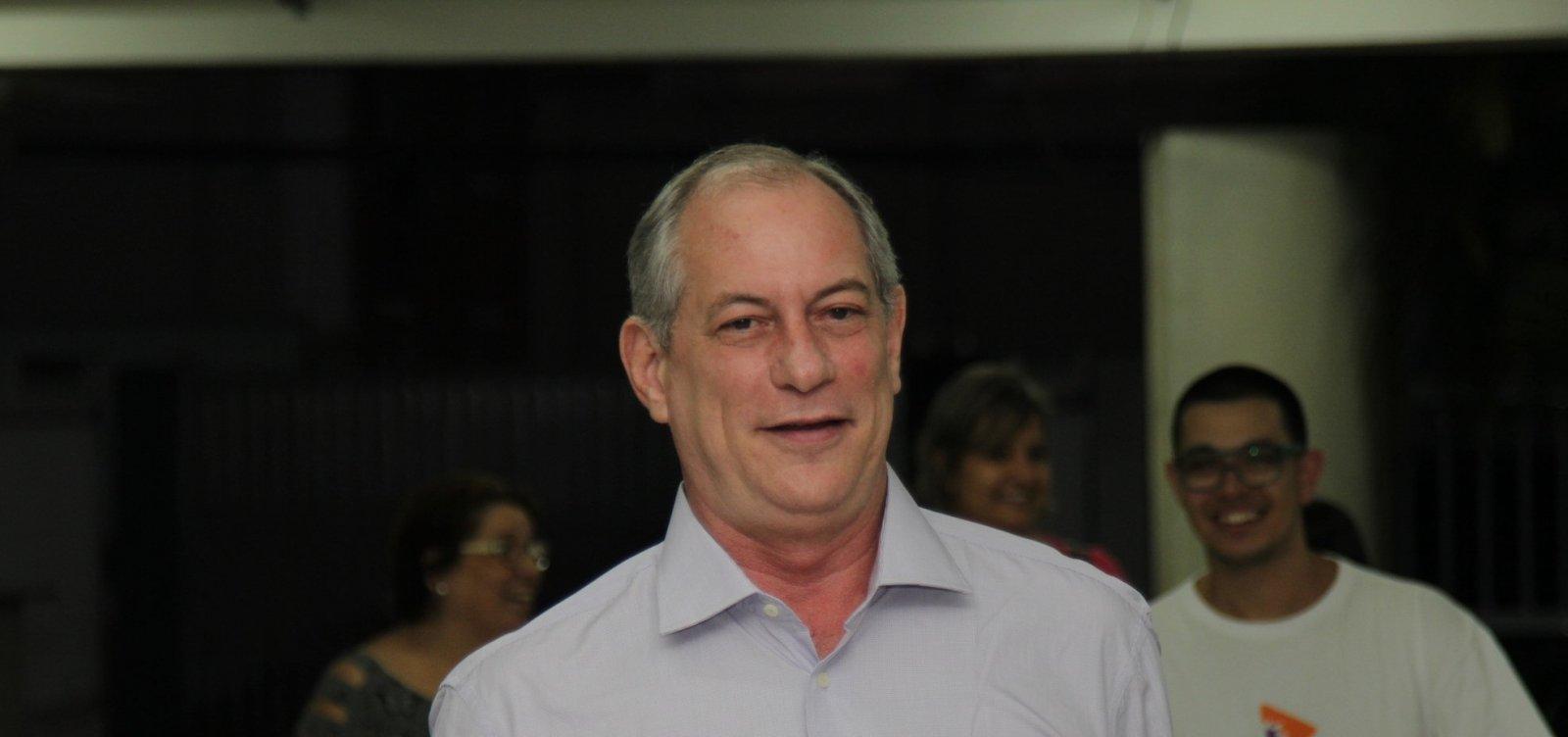 Ciro desafia Bolsonaro a ir a debate e diz que 'atestado médico falso é crime'