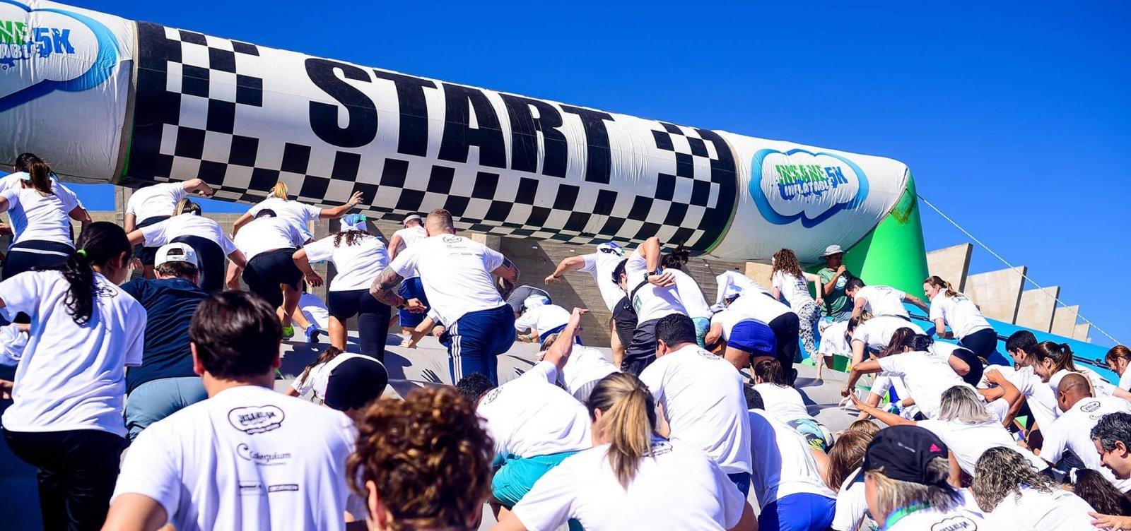 Corrida Insana anima semana da criança com obstáculos infláveis gigantes