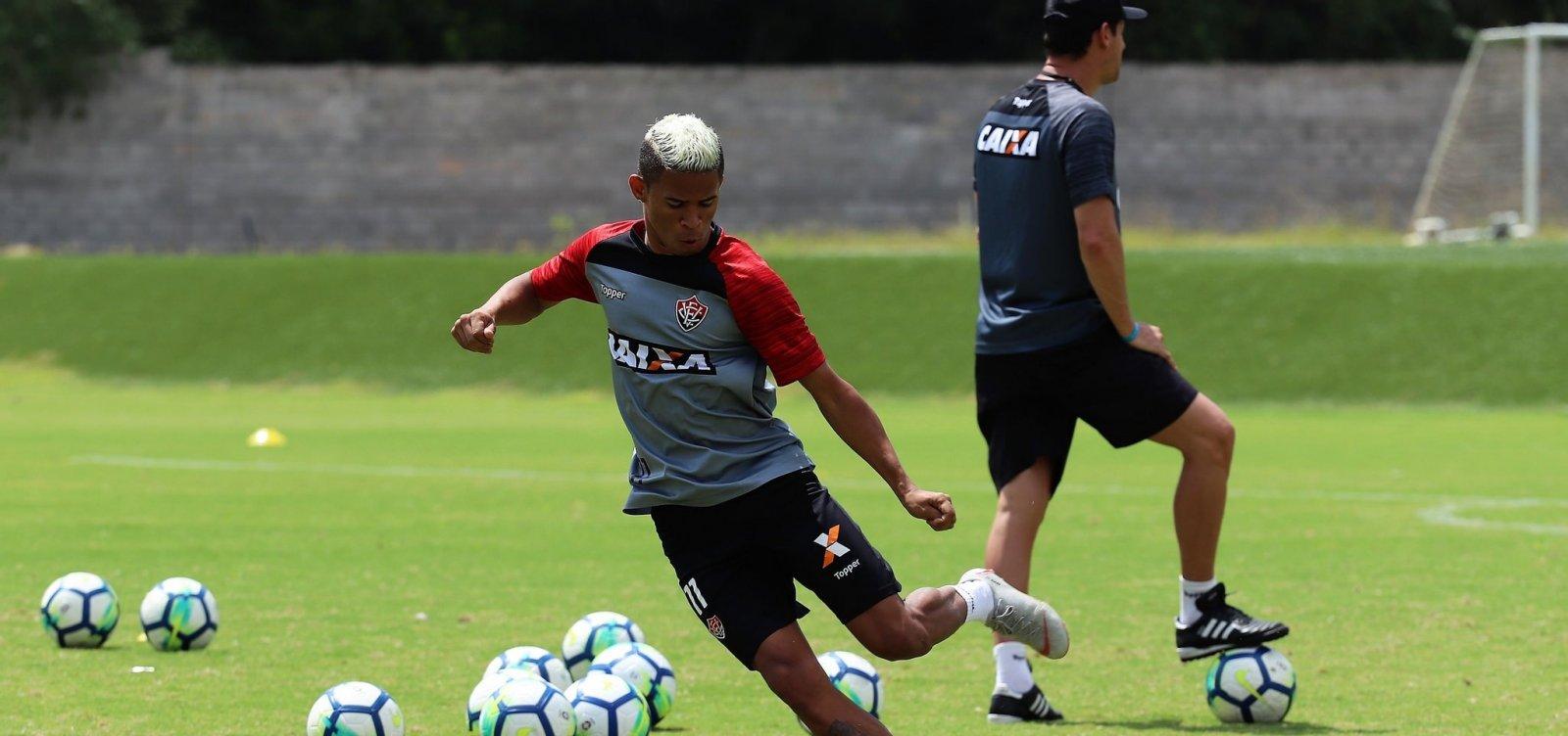 Com retorno de atletas, Vitória divulga relacionados para enfrentar o Santos