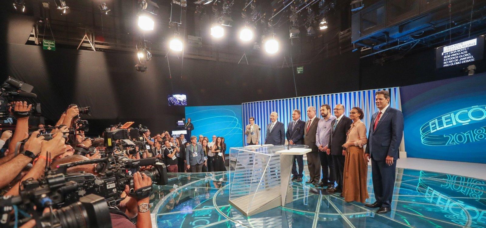 Ausência de Bolsonaro motiva críticas de adversários em último debate