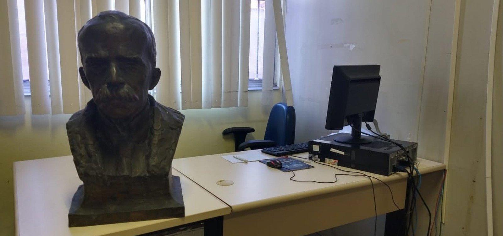 Busto de bronze de Ruy Barbosa é recuperado em ferro-velho
