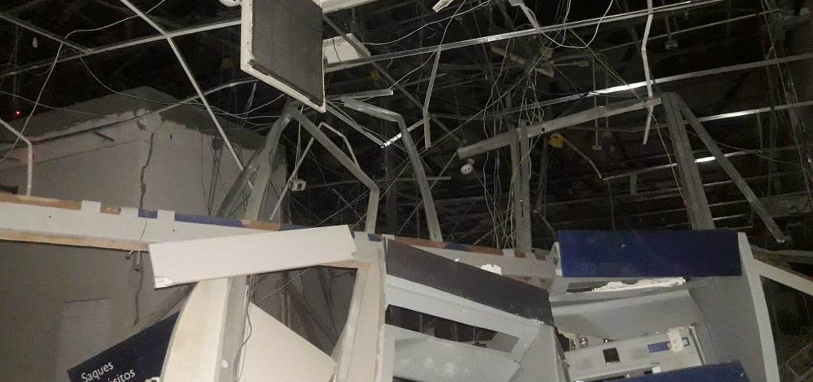 Bandidos explodem banco e fecham rodovia em Belmonte