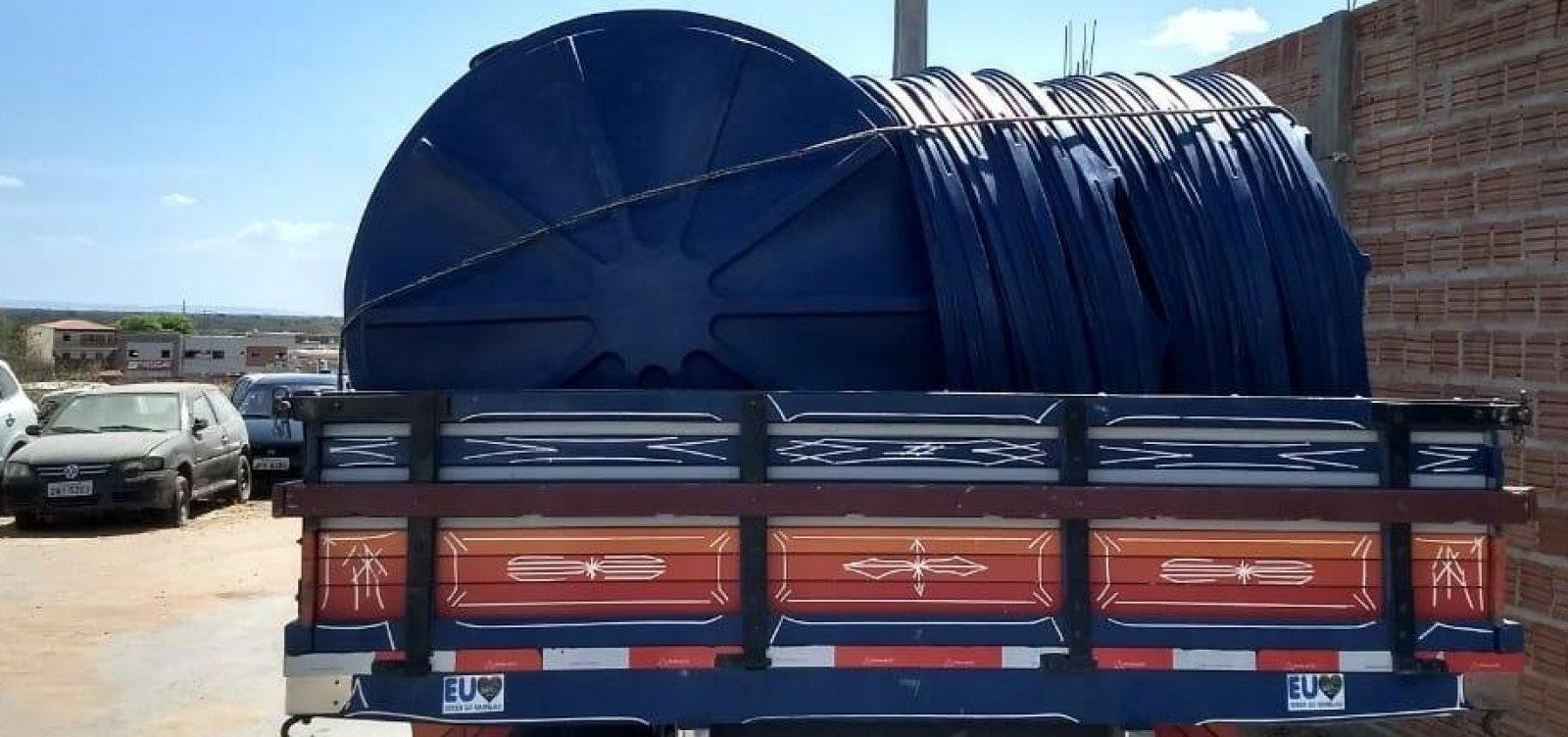 Por suspeita de compra de votos, caminhão é apreendido com 150 caixas d'água na Bahia