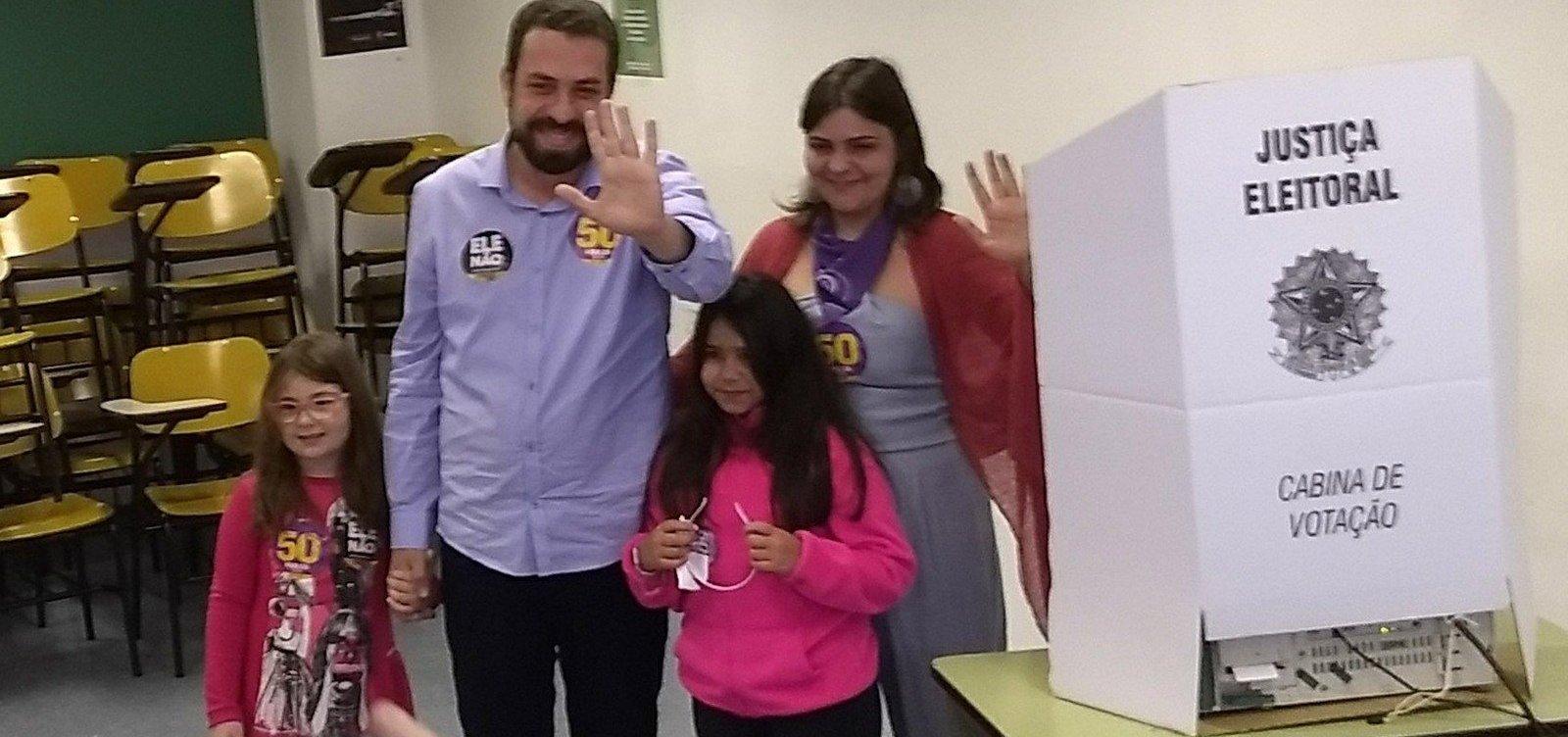 Após votar em SP, Boulos pede que eleitor não deposite 'medo e ódio' nas urnas