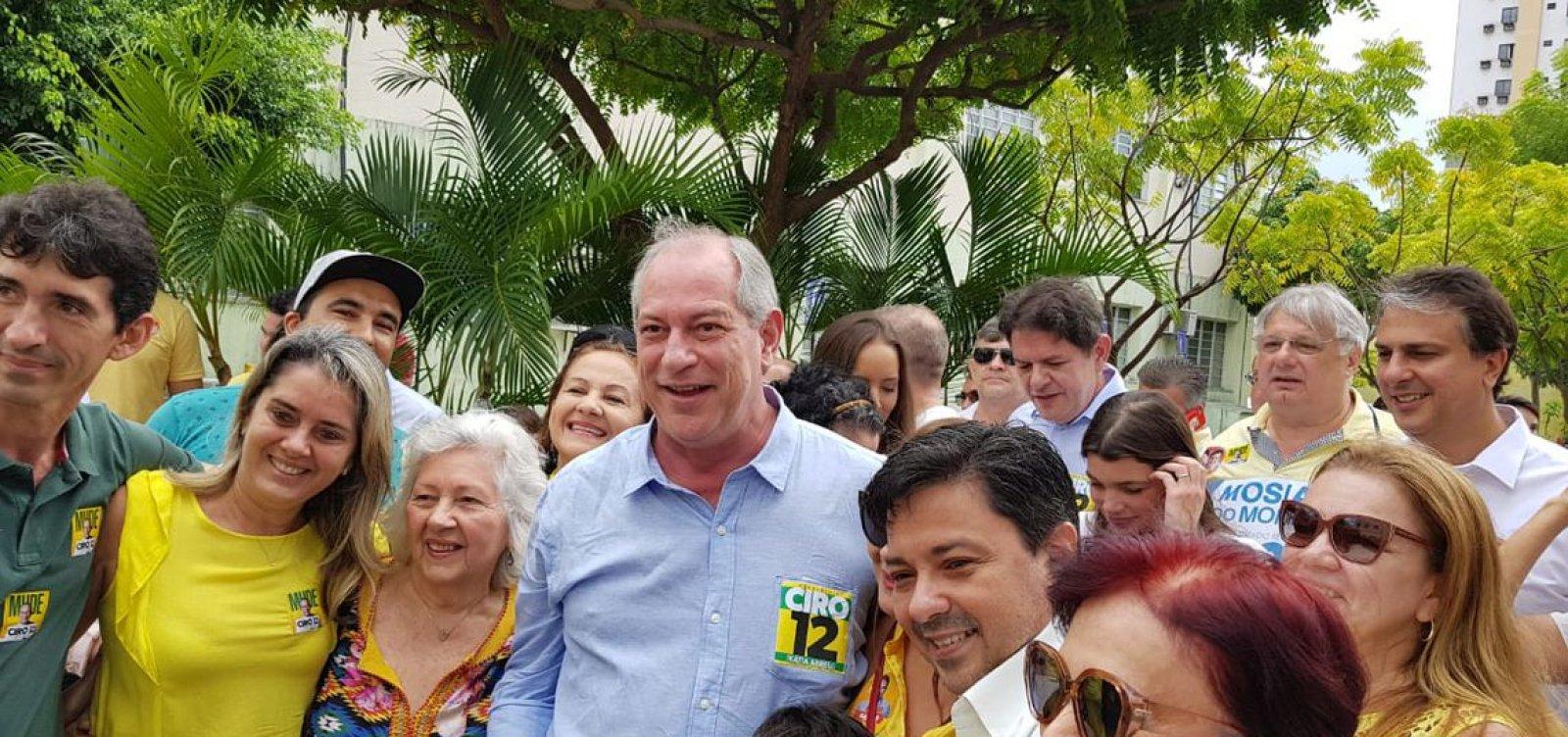 Ciro diz acreditar em virada na reta final e critica Bolsonaro