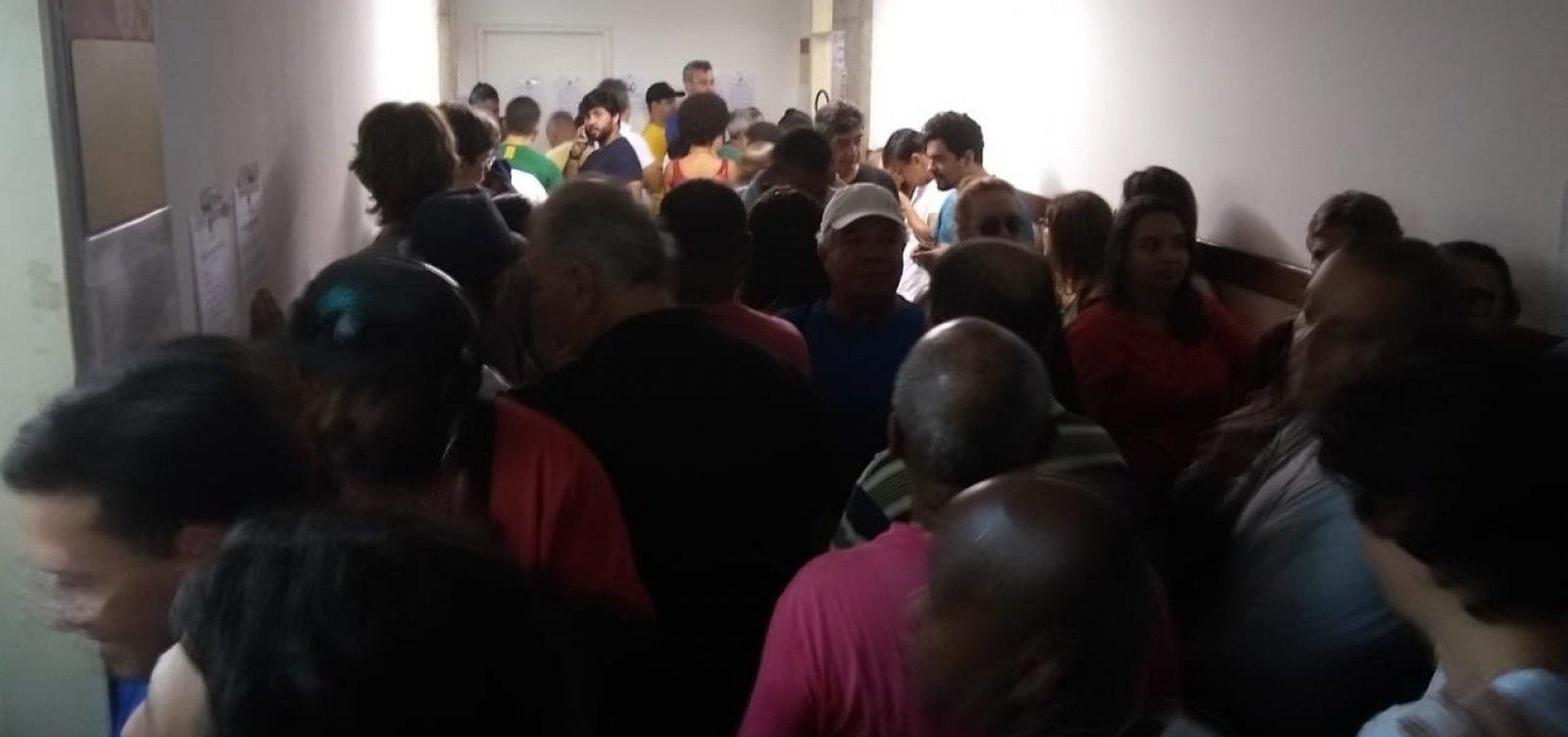 Eleitores enfrentam filas na Faculdade de Administração da Ufba