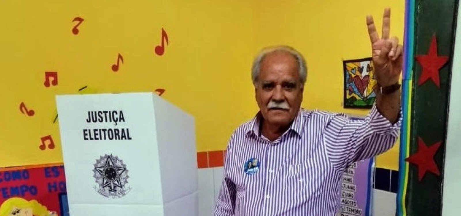 João Santana vota em Irará e aposta em 2º turno