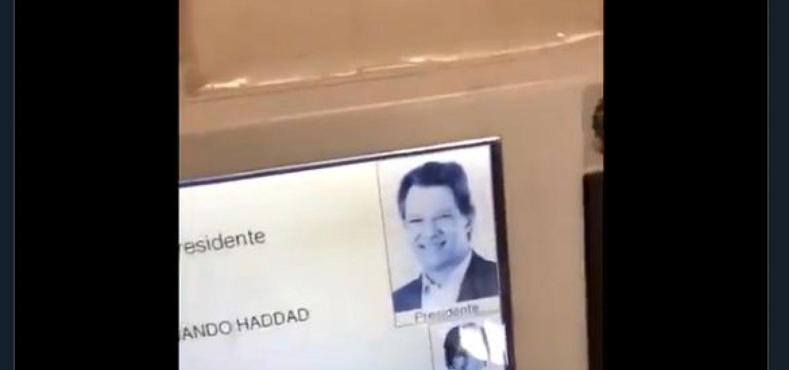 Justiça Eleitoral diz que vídeo de urna que 'auto completa' voto é fake