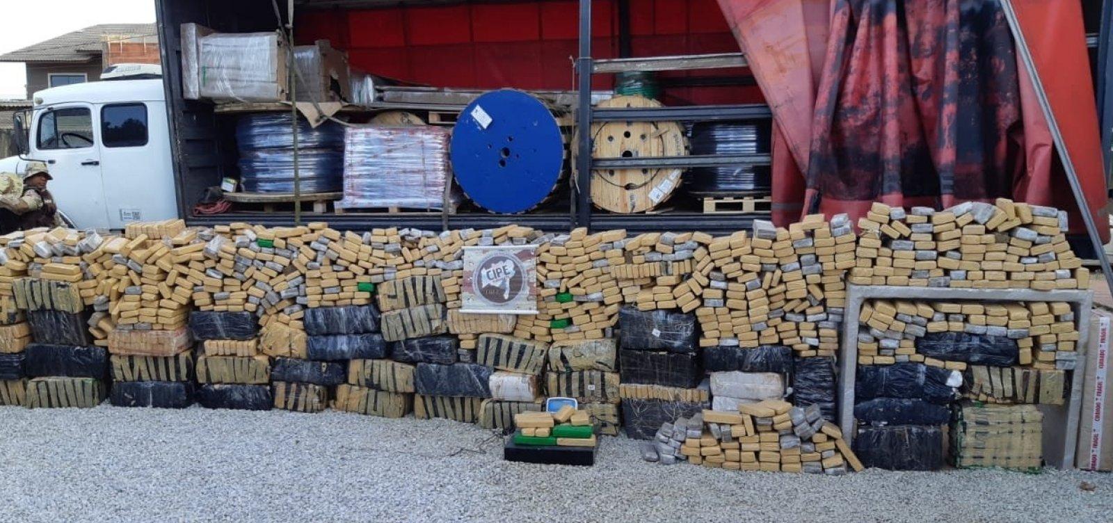 Polícia apreende mais de duas toneladas de maconha em caminhão e carro de luxo
