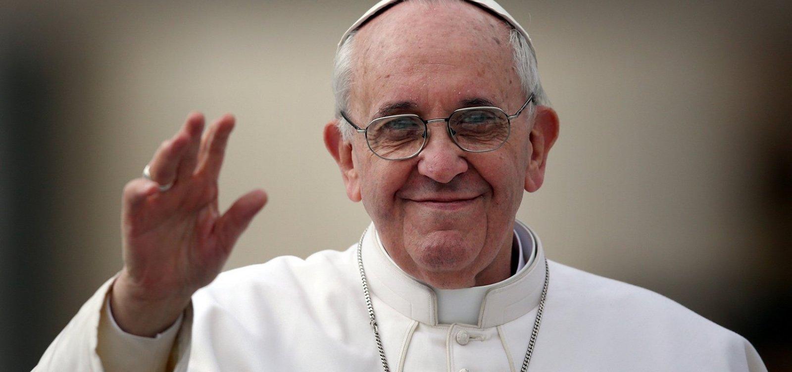 Papa Francisco compara o aborto ao uso de 'matador de aluguel'