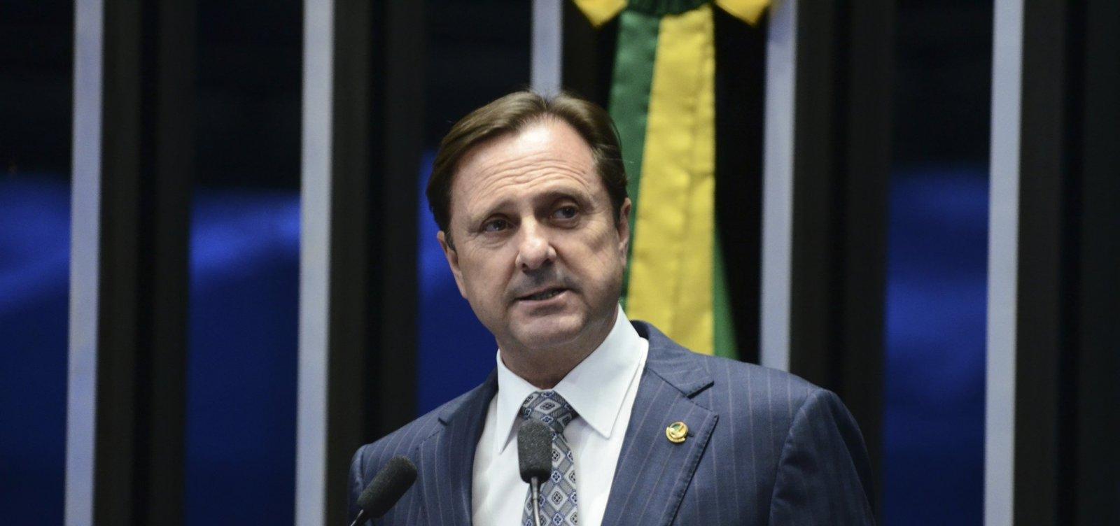 Senador Acir Gurgacz se entrega à Polícia Federal