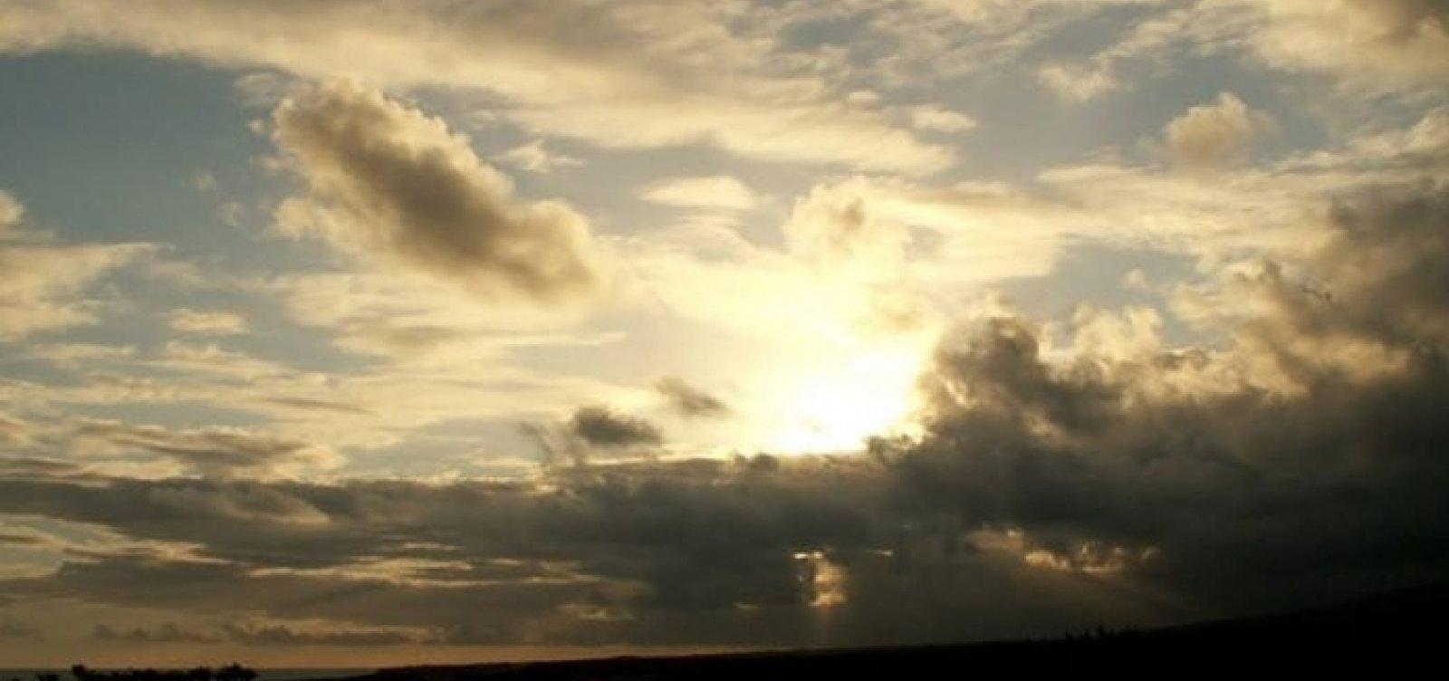 Feriado prolongado tem previsão de sol entre nuvens em Salvador