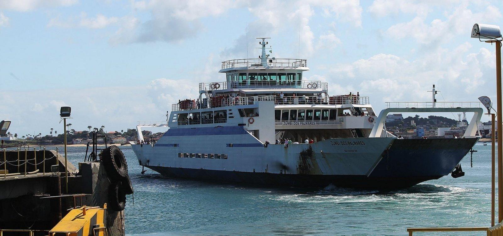 Ferry-boat tem movimento intenso e viagens a cada meia hora