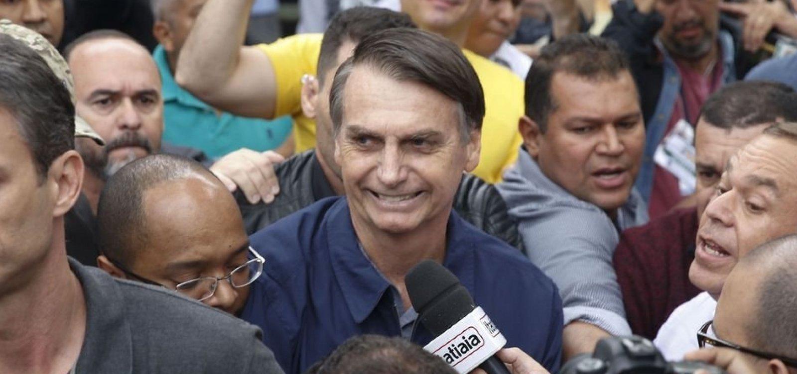 Bolsonaro recomenda que aliados não falem com jornalistas e diz que mídia é adversária