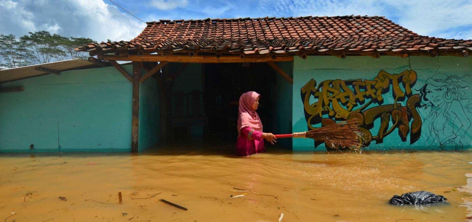 Forte chuva atinge a Indonésia e deixa pelo menos 22 mortos