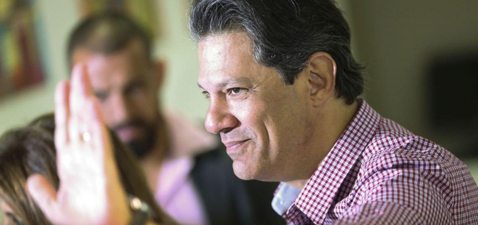 Haddad vai explorar contradições de Bolsonaro sobre assistência social e salário mínimo, diz coluna