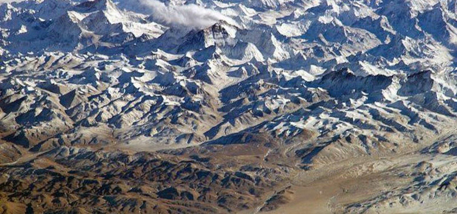 Tempestade de neve no Nepal deixa pelo menos oito alpinistas mortos