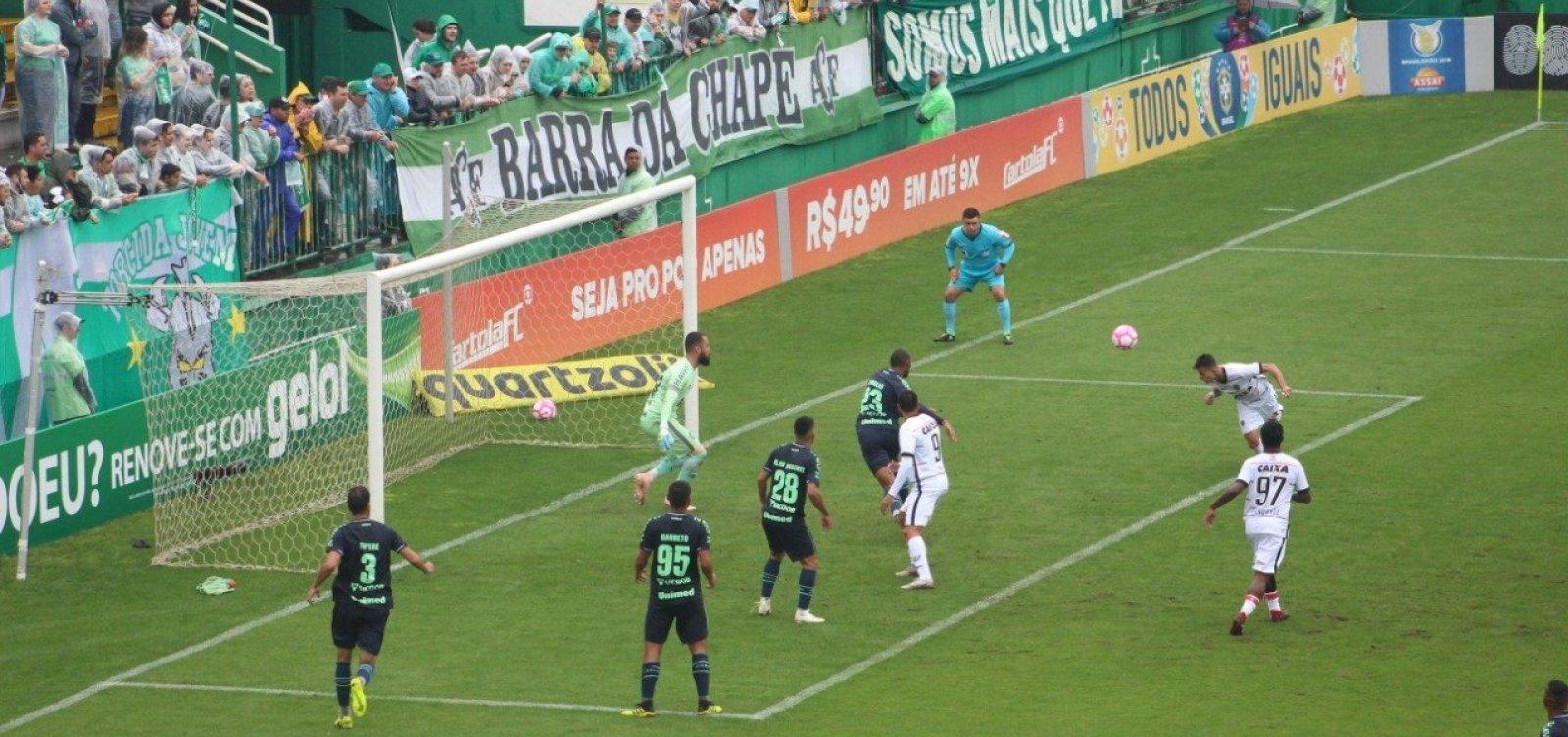 Vitória vence a Chapecoense por 1 a 0 e deixa a zona de rebaixamento