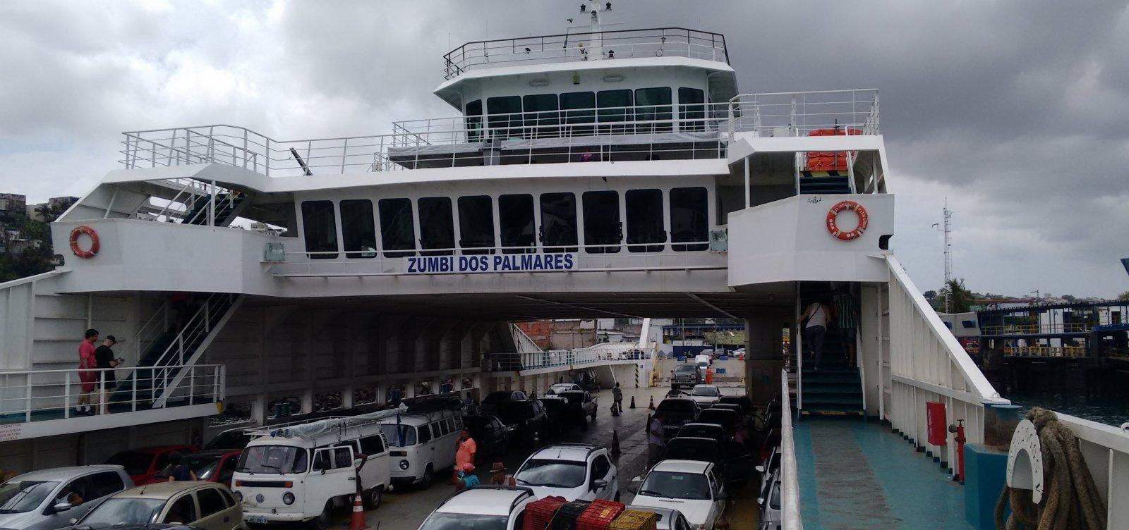 Volta do feriado: ferry opera com sete embarcações;espera para carro é de 1h30