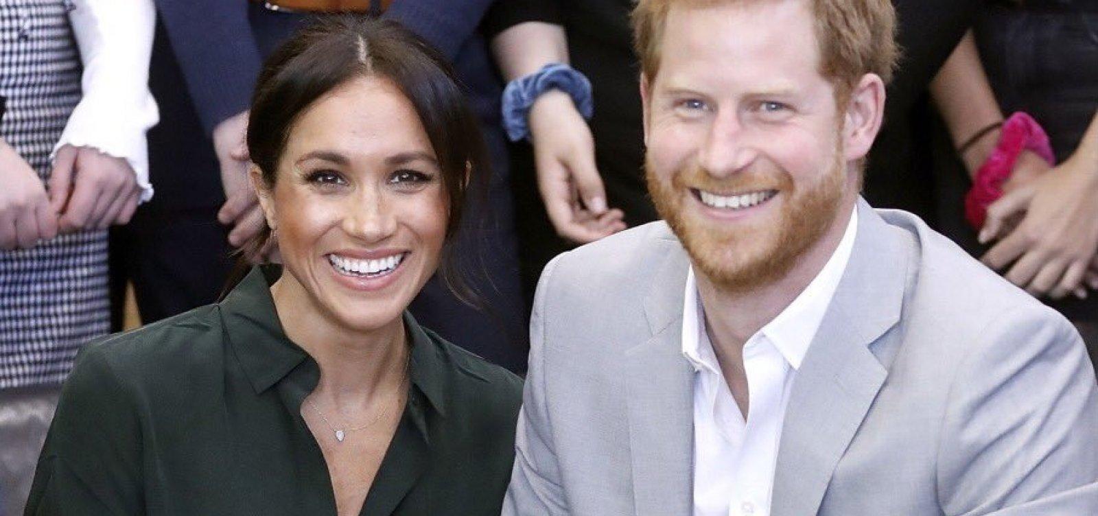Príncipe Harry e Meghan Markle anunciam que esperam 1º bebê