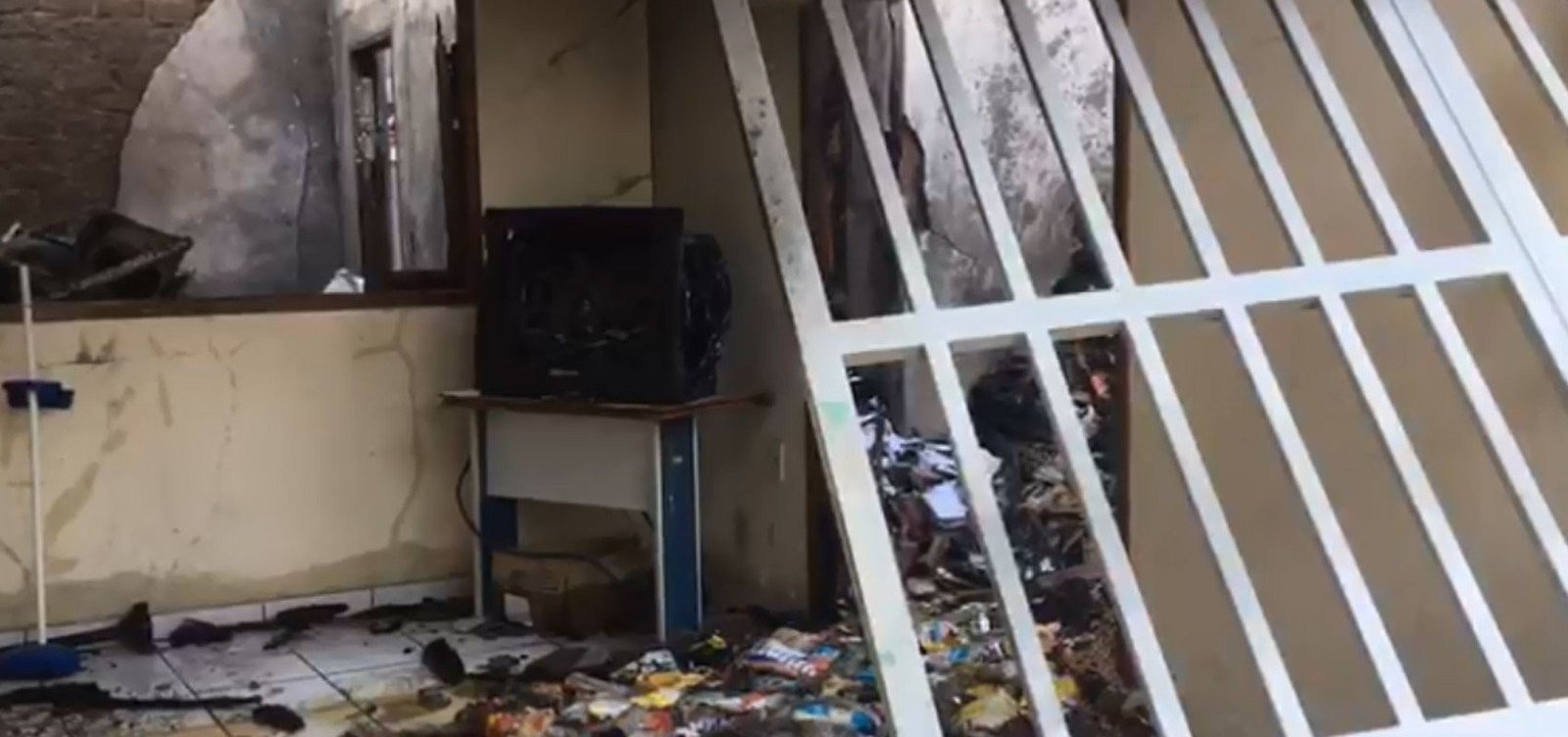 Eunápolis: almoxarifado de secretaria é destruído por incêndio