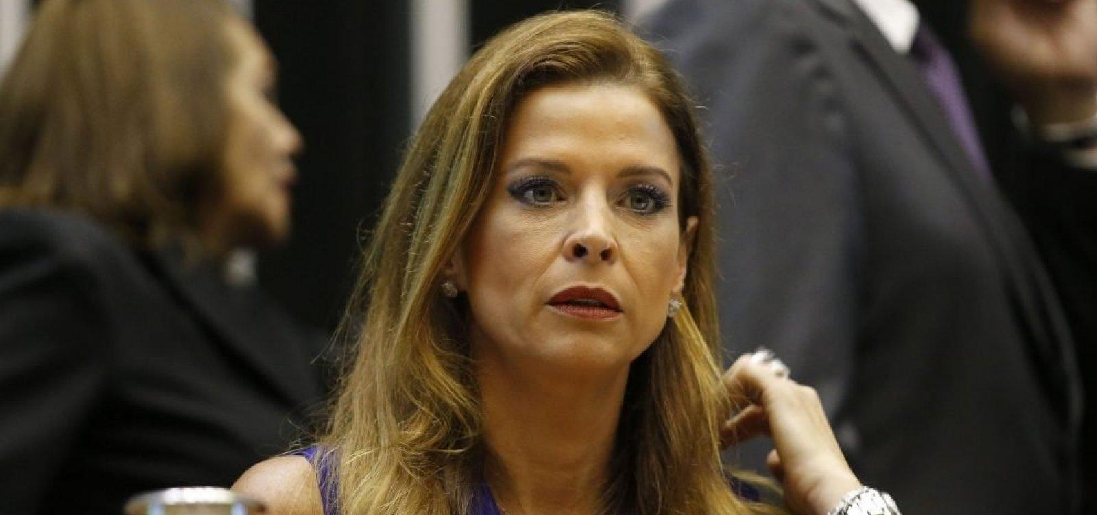 Mulher que chamou esposa de Cunha de 'golpista' é autuada por injúria