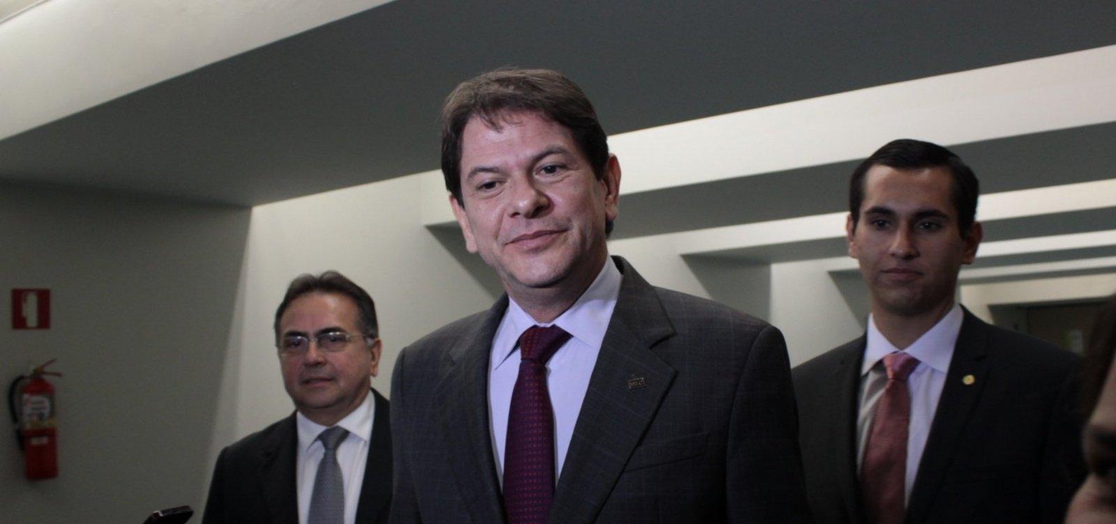Cid Gomes quer proibir Bolsonaro de usar vídeos com ataques ao PT