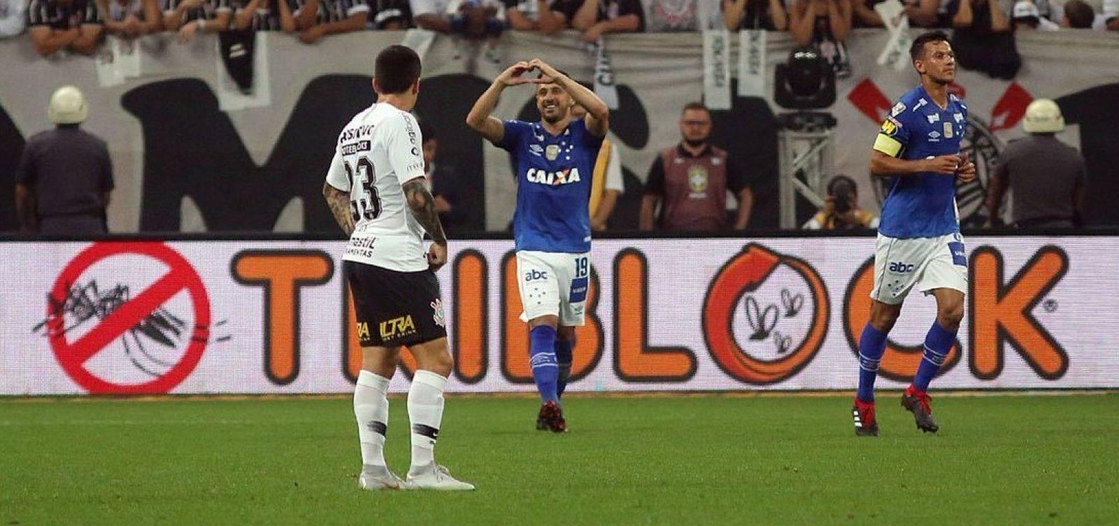 Cruzeiro bate o Corinthians por 2 a 1 e é campeão da Copa do Brasil