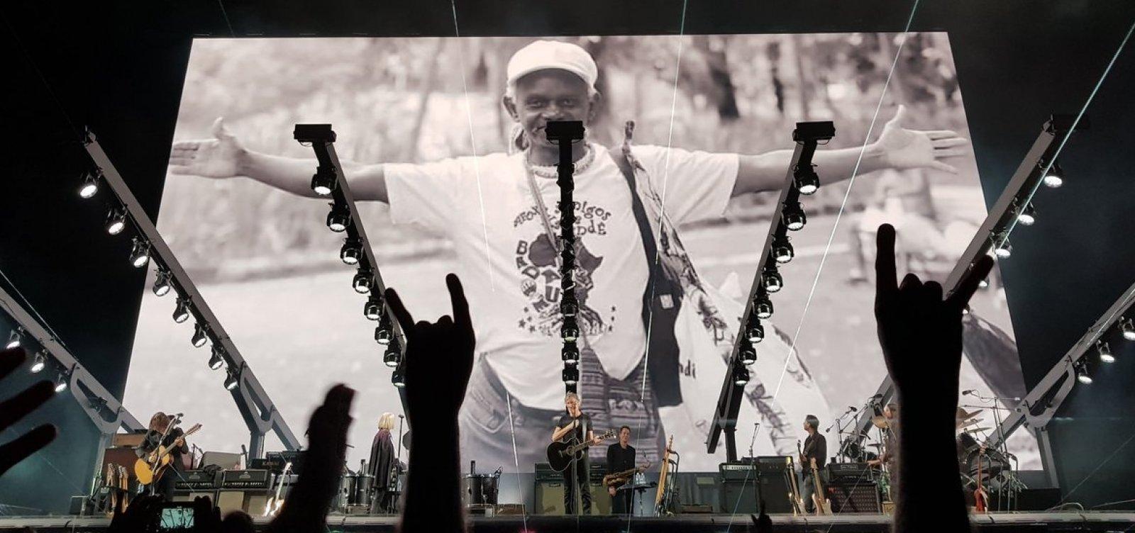 Roger Waters faz homenagem a Moa do Katendê em Salvador