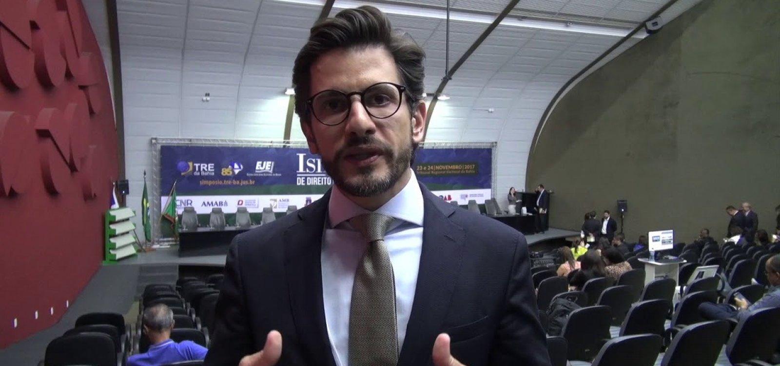 Advogado de Bolsonaro diz que candidato tem 'pregado paz', e não fake news