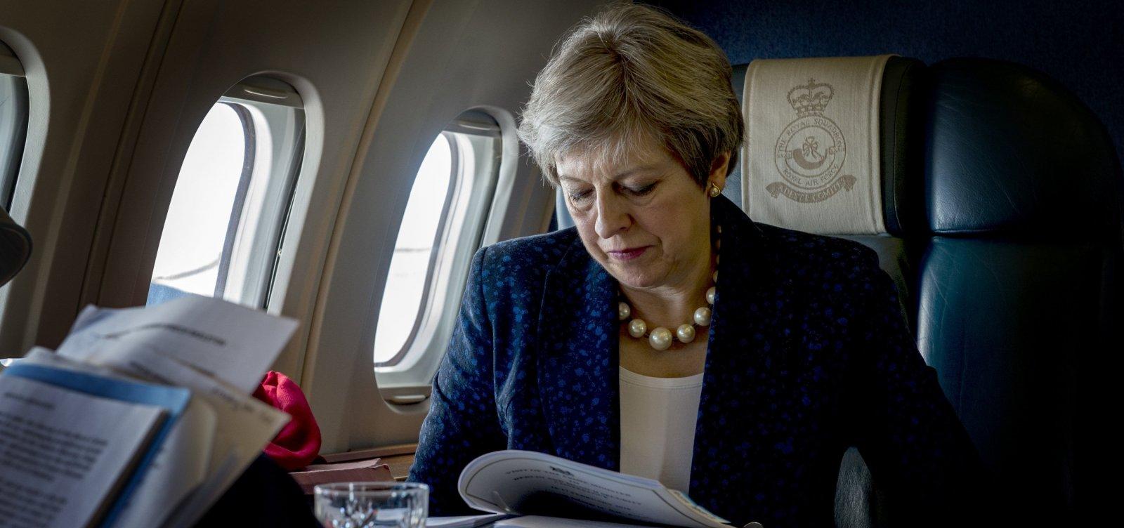 Primeira-ministra britânica cogita adiar período de transição pós-Brexit