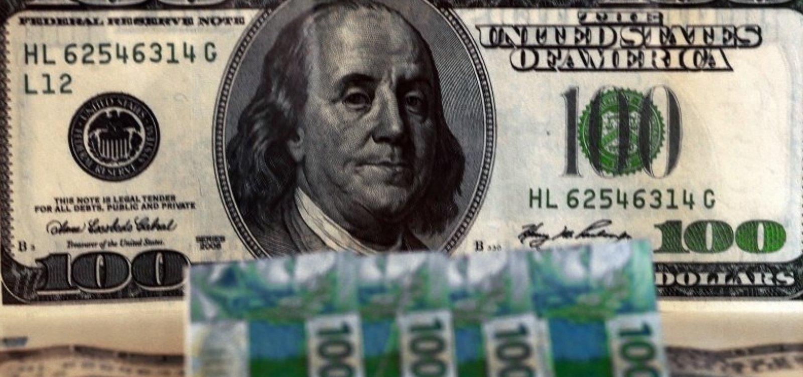 Após três quedas seguidas, dólar volta a fechar acima de R$ 3,70