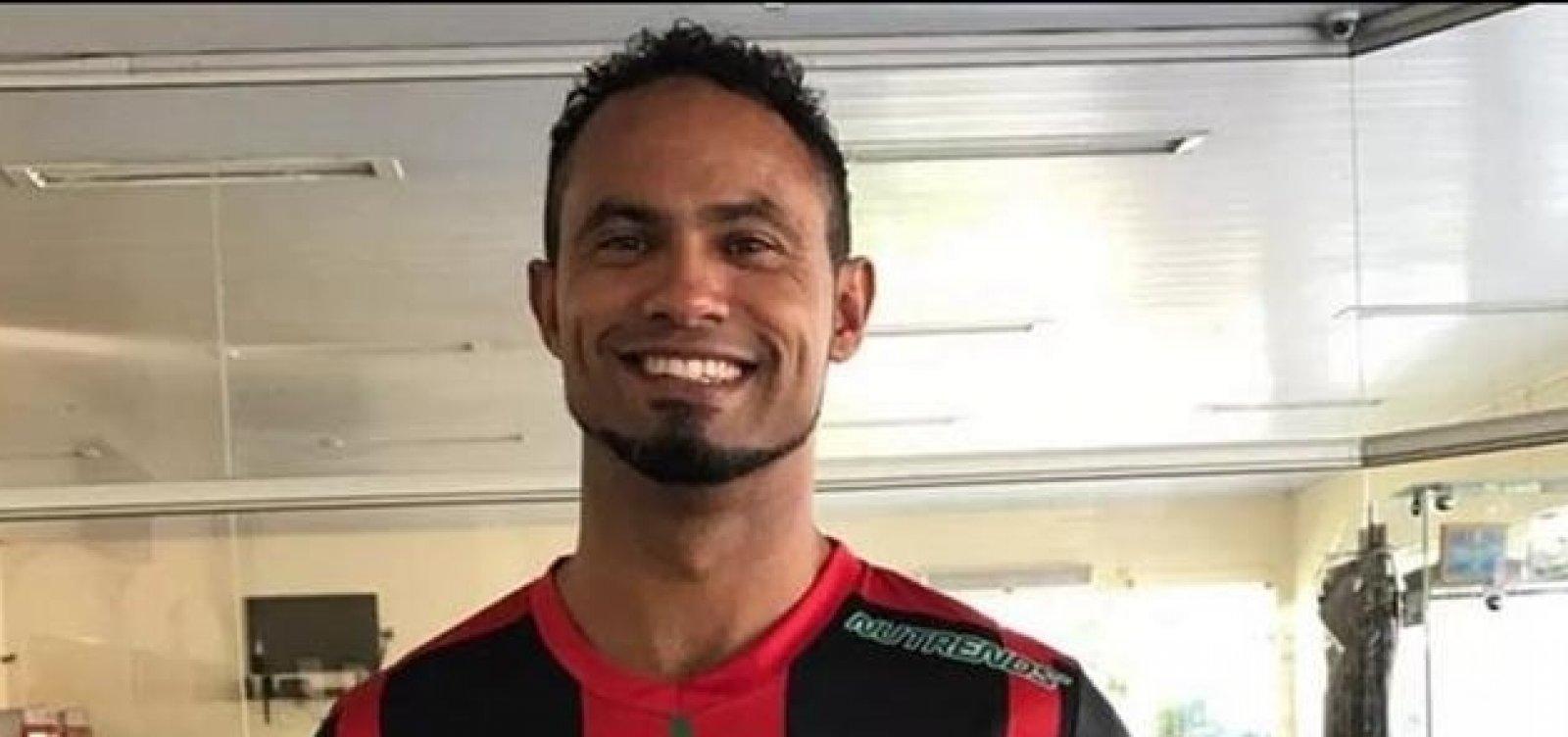 Justiça cancela benefício de goleiro Bruno após vídeo em bar