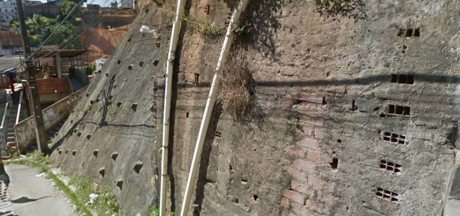 Prefeitura entrega obra de contenção em encosta de Barro Branco