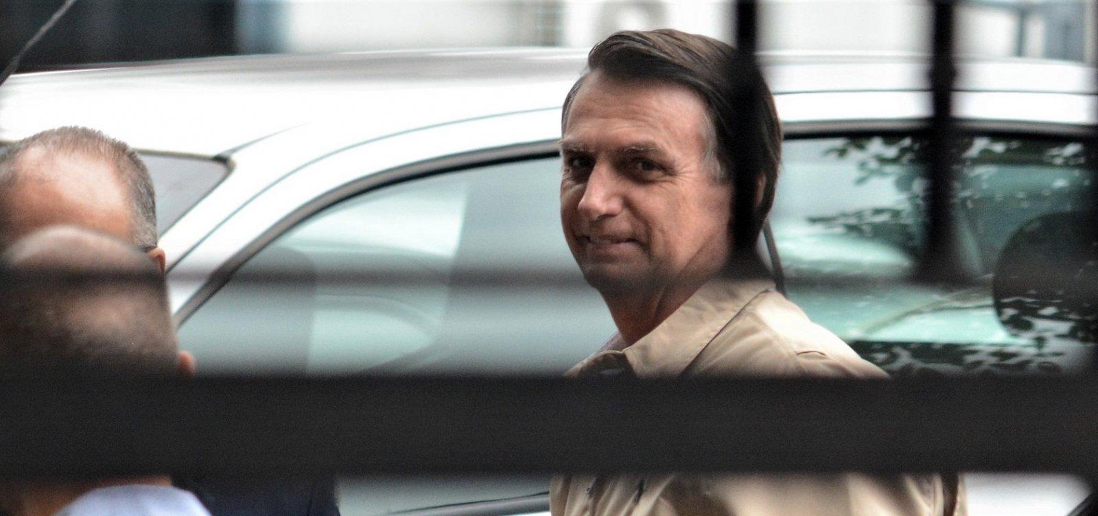 'Se alguém falou em fechar STF, precisa de psiquiatra', diz Bolsonaro sobre fala do filho