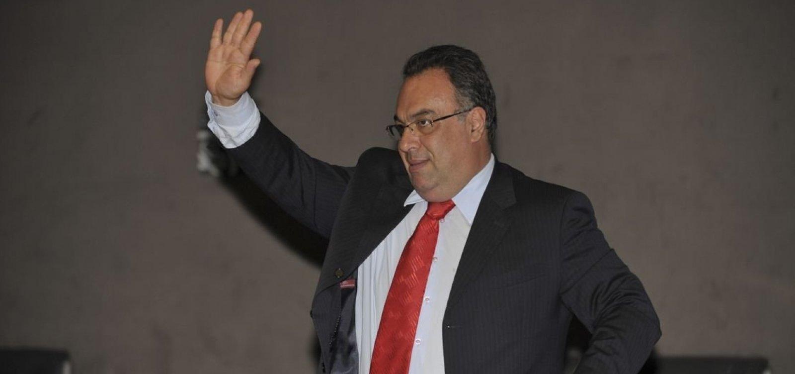 Primeiro político condenado pela Lava Jato é solto