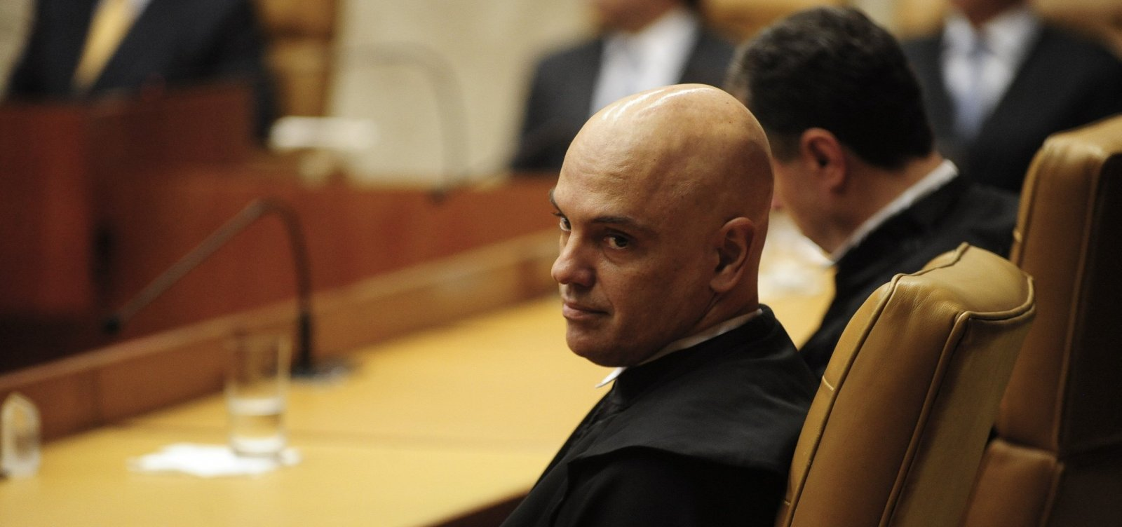 Alexandre de Moraes solicita investigação sobre fala de Eduardo Bolsonaro sobre fechamento do STF
