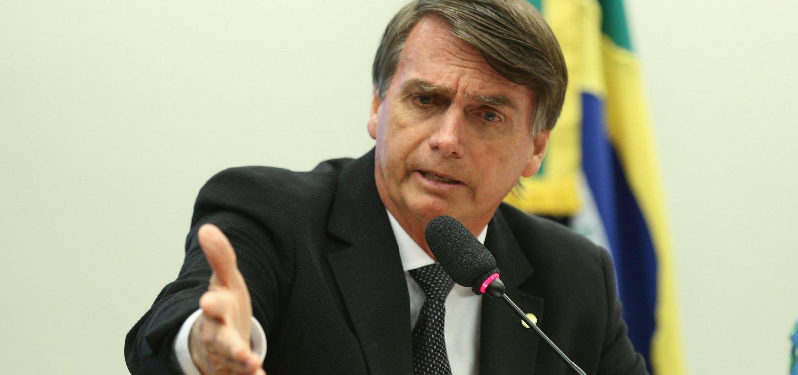 Bolsonaro conversa com Temer para suspender intervenção no RJ, diz site