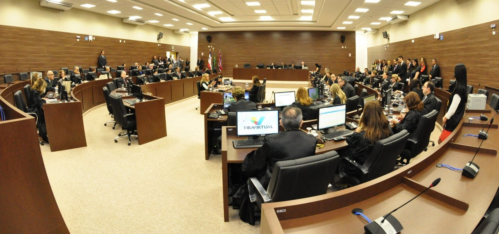 TJ-BA proíbe juízes de apoiar candidatos à Presidência nas redes sociais